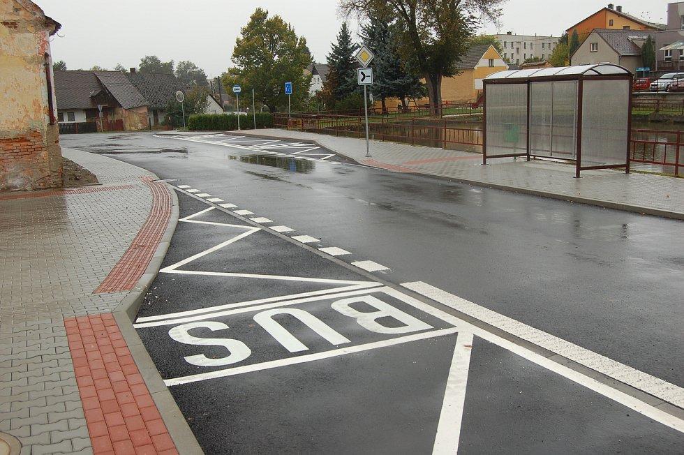 Z otevření opraveného průtahu obcí Zahořany.