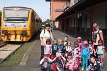 Děti z domažlické mateřské školy vyrazily na výlet vlakem.