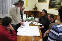 O odkanalizování obce se v Mrákově hovořilo se zaměstnanci CHVaKu, který je správcem  tamního vodovodu i kanalizace, už letos v lednu na jednání zastupitelstva.
