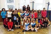 Společný snímek účastníků Mikulášského turnaje TJ Slavoj Koloveč.