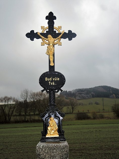Celková částka za realizaci oprav pěti litinových křížků vChodské Lhotě a okolí činila přes 140tisíc korun.