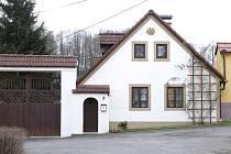 V tomto statku v Únějovicích se Jaroslav Krines narodil.