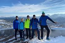 Trenér David Sekerák (vpravo) se svými svěřenci v rakouských horách.