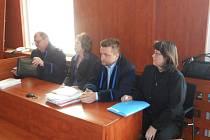 Pražské učitelky Alena Doležalová  a Yvonna Ziková znovu před domažlickým soudem.