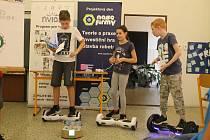 Finále kempu, kde děti prezentovaly svoje týmy, práci a produkty.