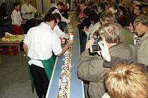 HOSTOUŇŠTÍ SI NA GASTROFESTU připsali další zápis do české Guinnessovy knihy rekordů.