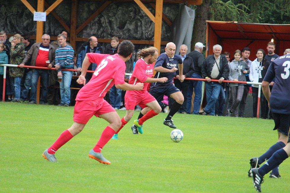 Již třinácté exhibiční utkání SG Únějovice - Zachova 11 skončilo 7:7 a o zábavu nouze nebyla.
