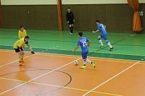 Futsalisté Dynama Horšovský Týn (ve žlutém) se v krajském přeboru v neděli utkají v městském derby s Maxim Teamem.