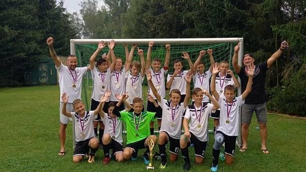 Letní turnaj PKFS v Mýtě u Rokycan: vítězný Robstav Přeštice U15.