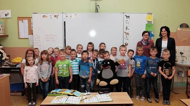 Žáci 1. C ze Základní školy Komenského 17 v Domažlicích s učitelkou Šárkou Krocovou.