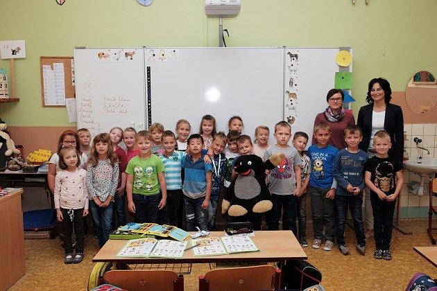 Žáci 1.C ze Základní školy Komenského 17vDomažlicích sučitelkou Šárkou Krocovou.