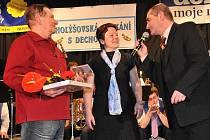 Jubilejní návštěvník František Huml (vlevo) si odnesl volné vstupenky na celé čtvrtletí. Nepochybuje, že je se svou ženou naplno využijí.