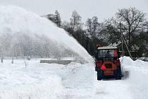Čtvrtek 4. února 2010. Následky sněhové kalamity a jejich odstraňování.