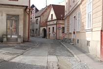 Stavební práce v Domažlicích, 5. dubna - ulice Fastrova.