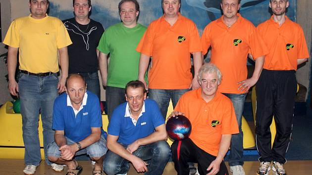 Finalisté Domažlické bowlingové ligy Bowling a DSP.