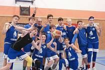 Mladí basketbalisté Jiskry Domažlice U14 po vítězném dvojutkání v Ústí nad Labem a v Praze nad Tygry.