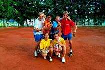2. místo – Vestex: Jan Giebl, Pham, Martin Schröpfer, David Gabriel, zleva dole Aneta Volfíková, Jaroslava Havlovicová.