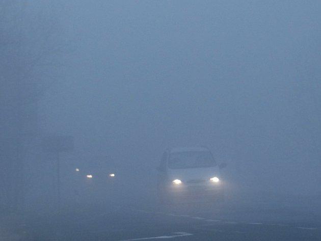 Mlha je pro motoristy velice nepříjemná.