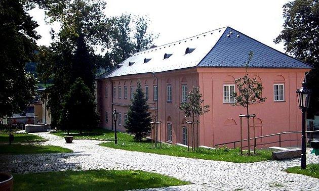 Císařské slavnosti se odehrají v zahradě muzea, což je stejné místo, které před dvěma sty lety panovník navštívil.