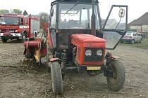 Traktor se štěpkovačem, který těžce zranil  20letého muže