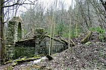 Putování po zaniklých místech - návštěva Horní Fichtenbašské Huti a Zámečku.