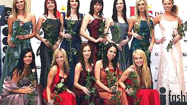 """Na """"Jarním módním koktejlu""""  se ve čtvrtek 10. dubna představí dvanáct finalistek letošního ročníku Dívky Šumavy."""