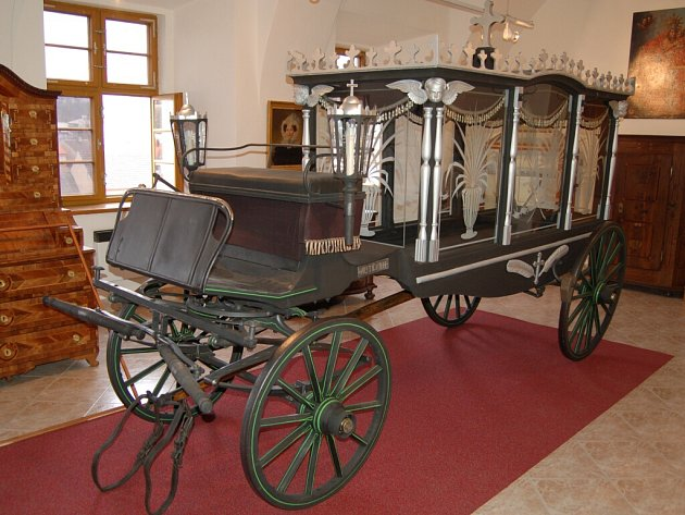Renovace mutěnínského pohřebního kočáru.