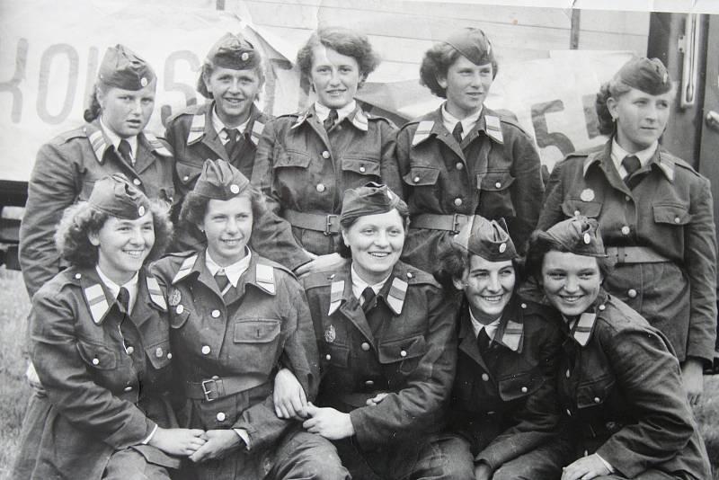 Ženy se v roce 1954 zúčastnily krajské soutěže požárních družstev v Plzni. Kvůli závadě na stroji však nakonec ze závodu odstoupily.