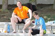 Vítězové prvního turnaje Chodské beachvolejbalové ligy M. Kiesenbauer a T. Vaňourek.