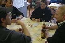 PRŠÍ. Turnaj ve známé karetní hře je jednou ze společenských akcí, kterou v poslední době uspořádali bělští hasiči.