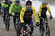 Pátého ročníku Silvestrovského výšlapu na Koráb se zúčastnilo necelých šedesát bikerů.