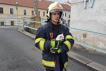 Horšovskotýnští hasiči zachránili uvízlé kotě.