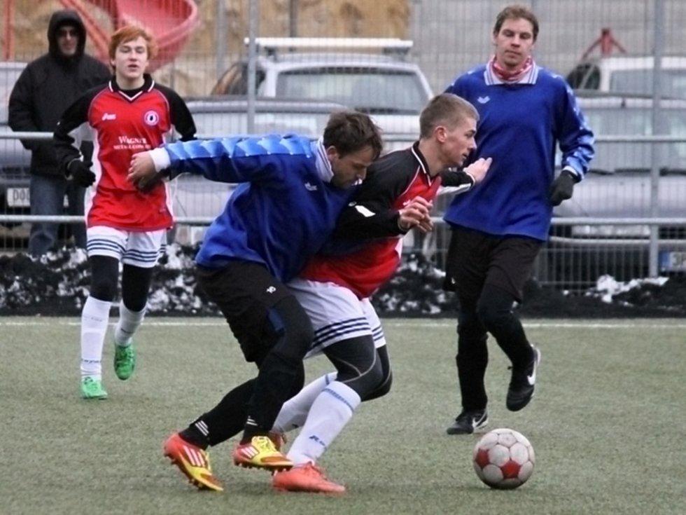Z přípravného utkání staršího dorostu Jiskry Domažlice s muži ze Sokola Mrákov.