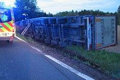 Havárie kamionu mezi Draženovem a Březím
