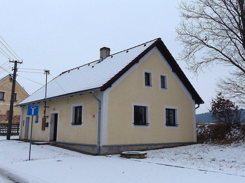 Stará budova Obecního úřadu Otov.