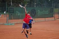 SKOK VYSOKÝ. Tenisová sezona se rozjíždí a tenisté s domažlické Jiskry si již na jejím začátku nevedou špatně.