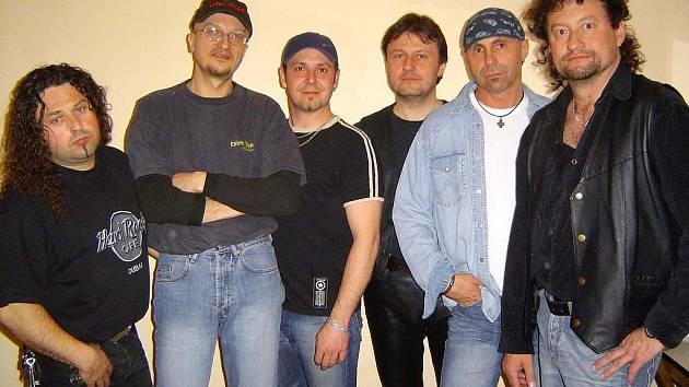 Dnes se fanoušci kapely Extra Band revival dočkají v Tlumačově i zpěváka Radka Zíky.