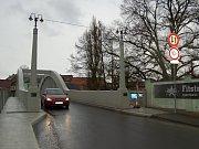 Most přes řeku Radbuzu spojující části města Staňkov je již zprovozněn řidičům i chodcům.