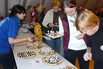 Z třetího ročníku soutěže o nejlepší koláč chodského typu v Schönsee.
