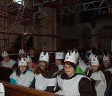 Tříkrálová sbírka v Domažlicích byla zahájena v sobotu hodinu po poledni v arciděkanském kostele Narození Panny Marie.