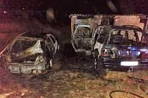 V obci Semněvice hořely dva vozy
