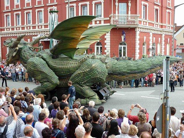 Z průvodu před Skolením draka - Drachenstichem.