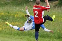 Z dohrávaného utkání mezi fotbalisty FC Dynamo H. Týn B a Start Bělá.