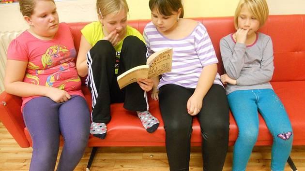 Čtení pomáhá ve staňkovské škole.