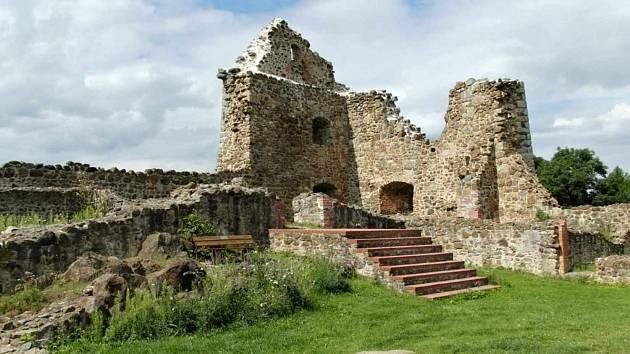 Zřícenina hradu a zámku Runding.