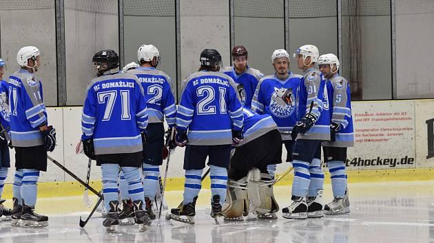 Domažličtí hokejisté vyloupili Cheb a drží se na pátém místě.