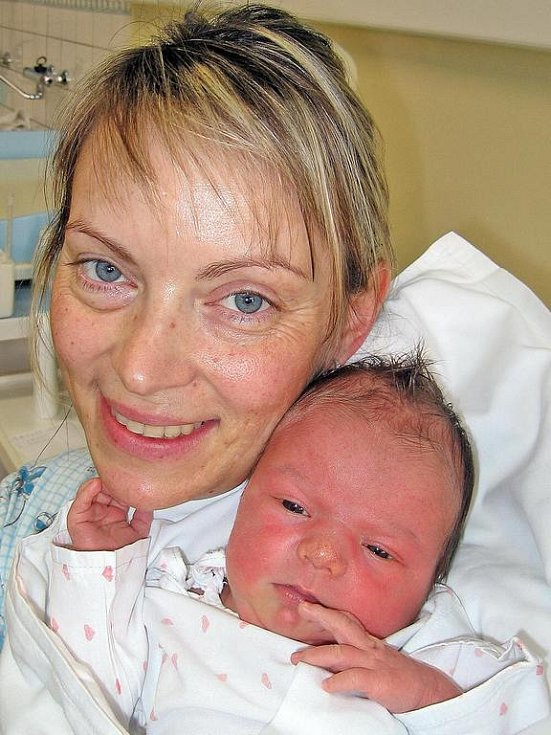 Pětiletá Eliška Hupačová z Holýšova se už nemůže dočkat, kdy jí tatínek Tomáš přiveze ze Stodské nemocnice maminku Veroniku se sestřičkou Maruškou (3,50 kg/51 cm), která se narodila 6. ledna v 10.40. hod.