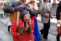 Z široko daleko vyhlášeného masopustu v Postřekově. Masopustní průvod ukončil v úterý 24. února 2009 v Postřekově na Domažlicku několikadenní veselení.