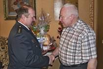 K pětasedmdesátinám V. Zimmermannovi blahopřál i velitel  hasičů Josef Šváb.