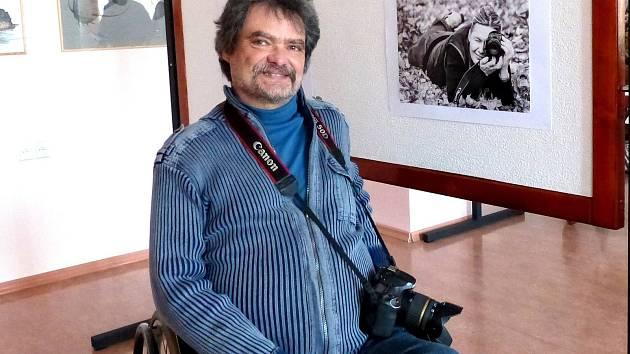 OLDŘICH KRÝSL z Holubče má jako jednoho z koníčků fotografování. Poprvé vystavuje v Domově pro seniory v Domažlicích se sdružením FotoKomPost